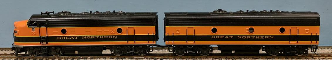 Great Northern Railway - GNR F-9 A/B Set. A-Unit powered